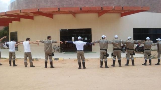 Agentes da SMTT fazem protesto após atraso de salários em Arapiraca