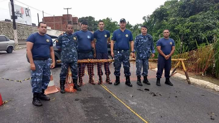 Guardas Municipais dão apoio as vítimas das Chuvas em Alagoas