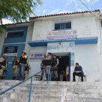 Dupla suspeita de cometer assaltos é detida em Delmiro Gouveia