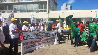 Servidores fazem ato no Centro de Maceió para cobrar reajuste salarial