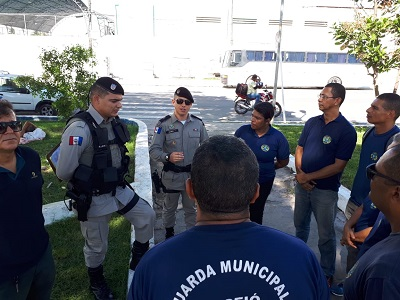 Base Comunitária do Vergel do Lago recebe visita de guardas municipais de Maceió
