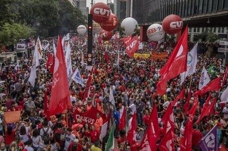 Centrais sindicais convocam greve para 14 de junho