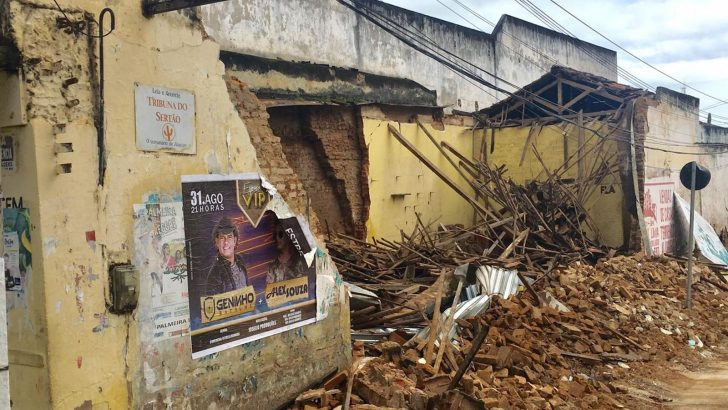 GCM de Palmeira dos Índios é acionada durante desabamento de imóvel abandonado