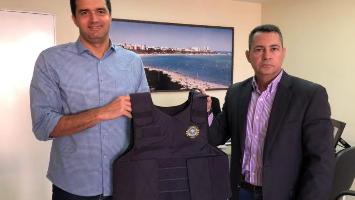 GMM: Após reivindicação do Sindguarda-AL, prefeitura assina contrato de aquisição de coletes balísticos