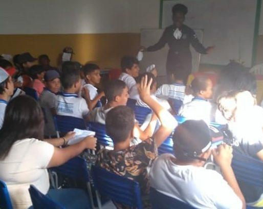 Consciência Negra: GM de Delmiro Gouveia ministra palestra em escola sobre o tema