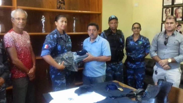 Conquista: Por meio do Sindguarda-AL, GCM de Água Branca recebe novos uniformes