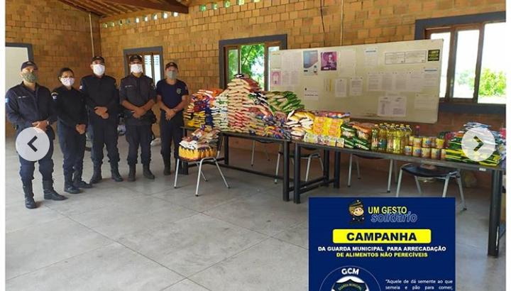 GCM de Delmiro Gouveia arrecada mais de 300kg de alimentos