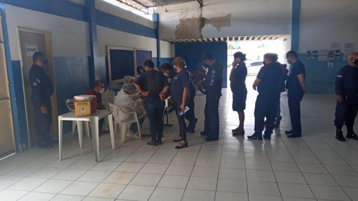 Guardas municipais de Maceió começam a receber vacina contra a COVID-19